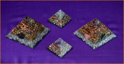 Petites pyramides en orgonite 3 x 3 $ 45.00