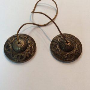 Tingsha tibetaine 3 pouces de diametre $ 55.00